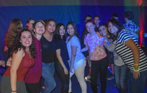 Students get glammed up for Viva Las Notre Dame dance