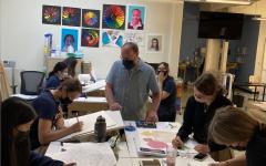 Thiesen teaches his Art I class.